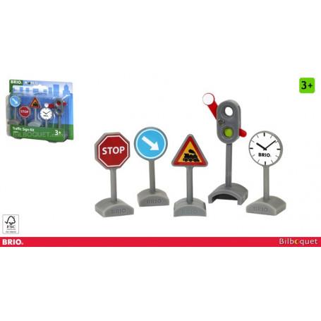 Cinq panneaux de signalisation pour circuit de train